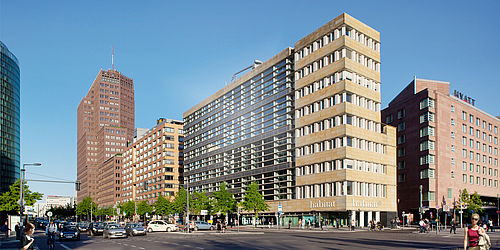 habitat die fakten zum berliner flagship store. Black Bedroom Furniture Sets. Home Design Ideas