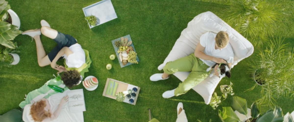 pantone farbe des jahres 2017 greenery steht f r das wiedererwachen der natur. Black Bedroom Furniture Sets. Home Design Ideas