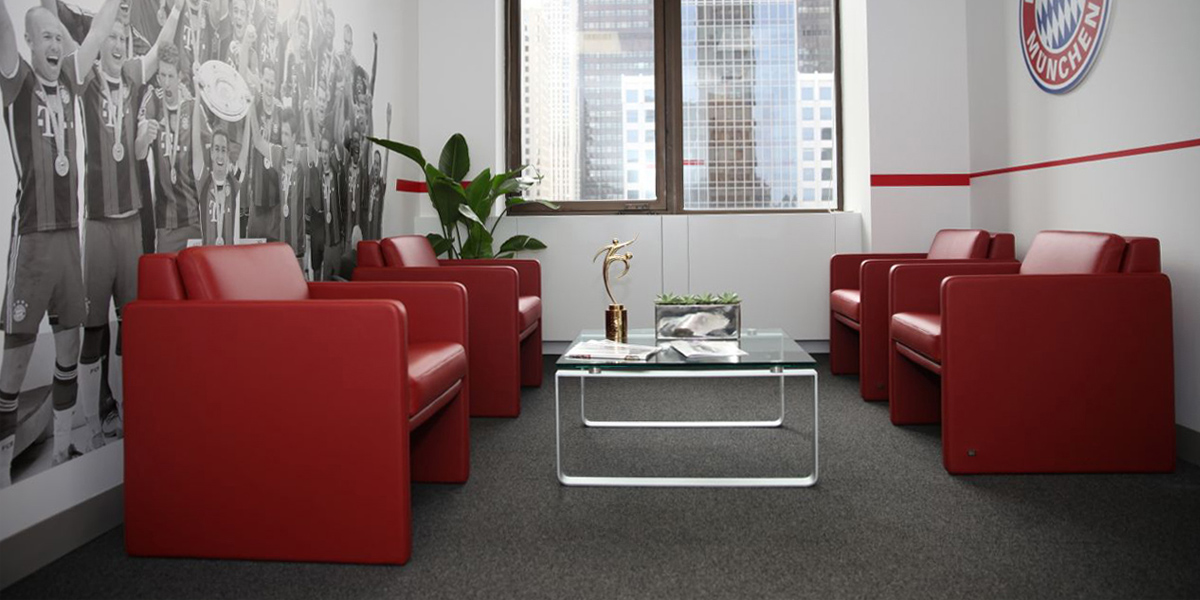 rolf benz mit dem fc bayern in new york. Black Bedroom Furniture Sets. Home Design Ideas